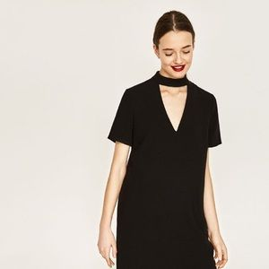 Zara v-neck cut-out black dress! Size medium ❤️